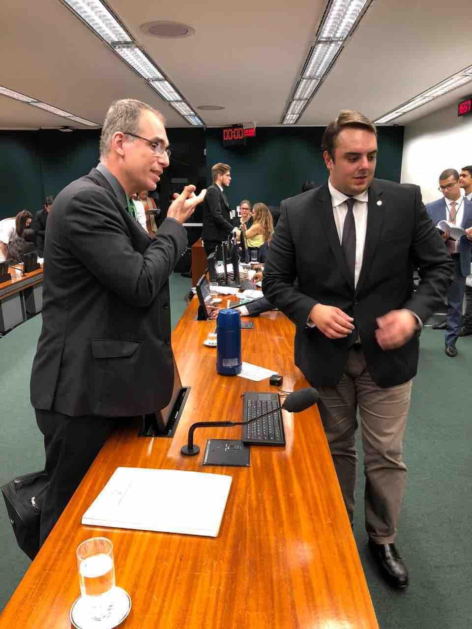 Rodolfo Laterza conversa com deputado Felipe Francischini